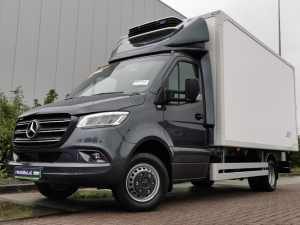 MERCEDES-BENZ - SPRINTER 519